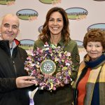 Julia Bradbury presented with a wreath of Great Yorkshire Show wristbands made by the Cone Exchange